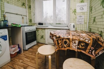 1-комн. квартира, 32 кв.м. на 5 человек, улица Макаренко, 36, район Хотунок, Новочеркасск - Фотография 1