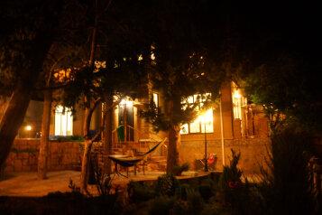 Сдам в аренду современный дом с бассейном, Ялта, 184 кв.м. на 8 человек, 3 спальни, Алупкинское шоссе, 83, Гаспра - Фотография 2