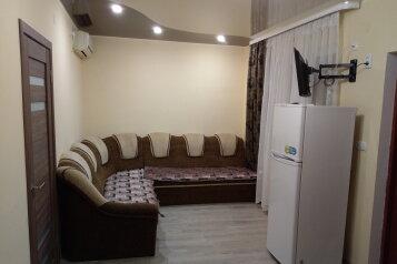 Дом с 2-мя спальнями, 80 кв.м. на 6 человек, 2 спальни, улица Художников, 4, Судак - Фотография 1