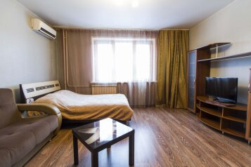 2-комн. квартира, 64 кв.м. на 7 человек, улица 78-й Добровольческой Бригады, Красноярск - Фотография 1