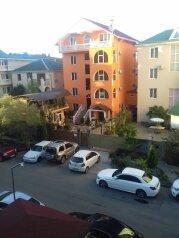 """Гостевой дом """"Соседи"""", улица Южных Культур, 2 на 9 комнат - Фотография 1"""