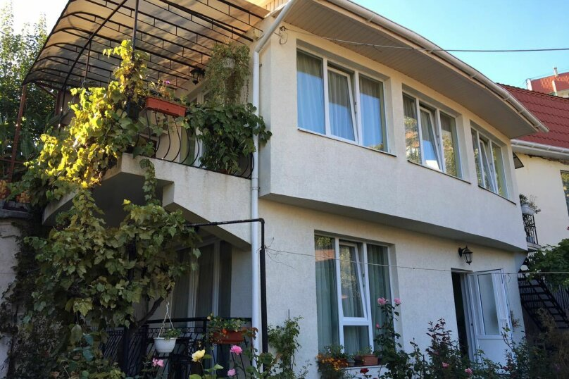 """Гостевой дом """"На Альфреда Вагула"""", улица Альфреда Вагула, 6А на 5 комнат - Фотография 2"""