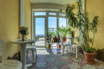 """Гостевой дом """"Gala Beach"""", Черноморская набережная, 28 на 9 комнат - Фотография 1"""