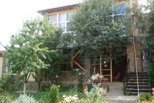 Поместье, улица Къырым-Гирай-хан, 2Б на 8 номеров - Фотография 1