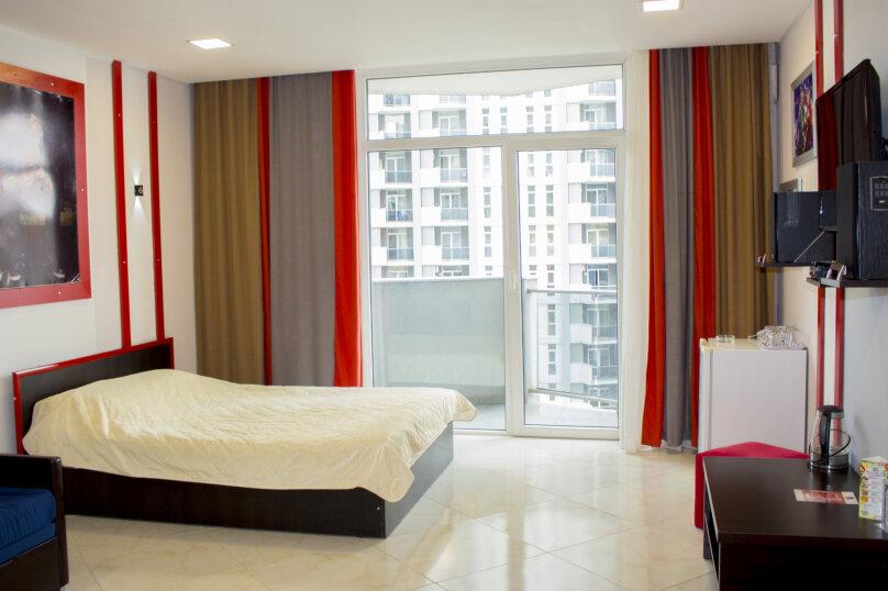 """Отель """"Rock Hotel First Line"""", улица Шерифа Химшиашвили, 15 на 16 номеров - Фотография 1"""