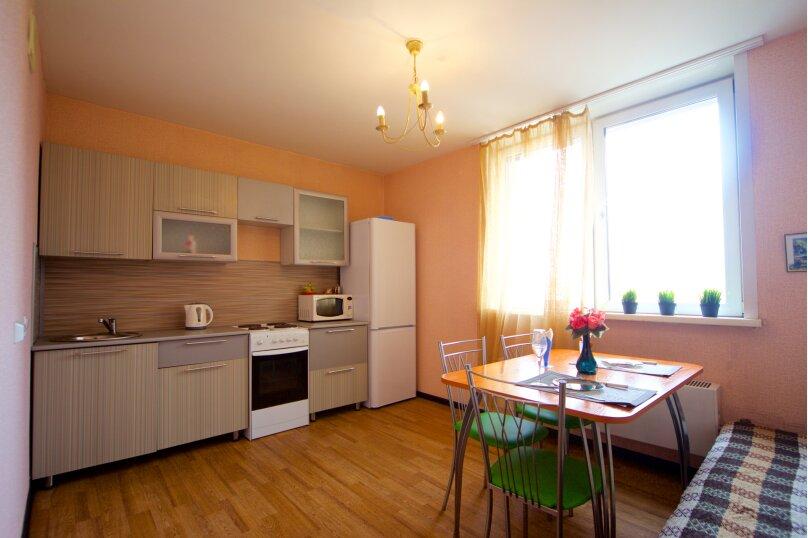 2-комн. квартира, 75 кв.м. на 8 человек, улица Авиаторов, 38, Красноярск - Фотография 1