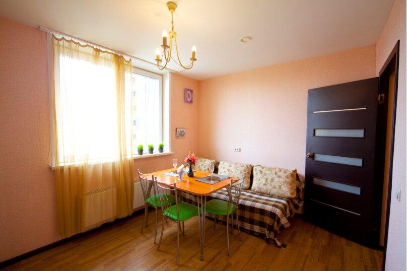 2-комн. квартира, 75 кв.м. на 8 человек, улица Авиаторов, 38, Красноярск - Фотография 2