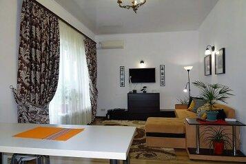 """Апартаменты-люкс с кухней  в 3 минутах от пляжа """"Солярис"""", Хлебная улица на 2 номера - Фотография 1"""