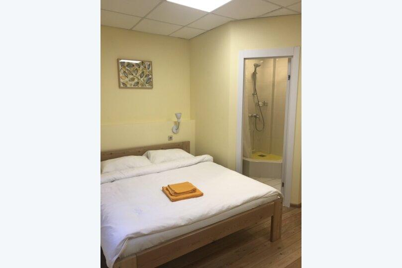 Отдельный двухместный номер с двуспальной кроватью и собственной ванной комнатой, Байкальская улица, 234 В/7, Иркутск - Фотография 1