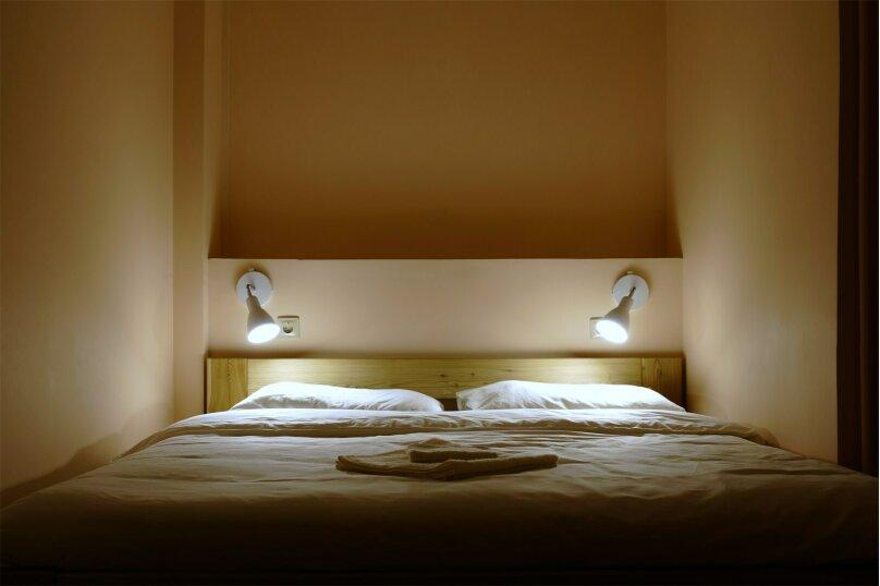 Отдельный Двухместный номер без окна с двуспальной кроватью и собственной ванной комнатой, Байкальская улица, 234 В/7, Иркутск - Фотография 1
