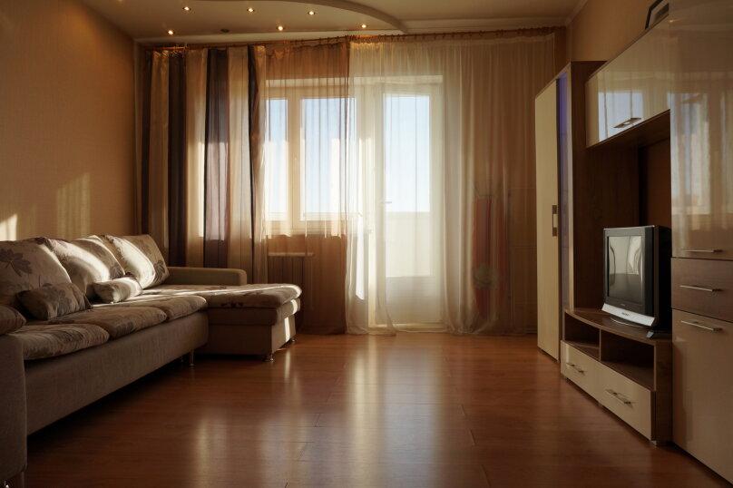 1-комн. квартира, 48 кв.м. на 4 человека, улица Авиаторов, 33, Красноярск - Фотография 1