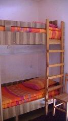 Бюджетный двухместный с одной двухярусной кроватью:  Номер, Эконом, 2-местный (1 основной + 1 доп), 1-комнатный, Гостиница ОАЗИС, Броссе, 9 на 4 номера - Фотография 2