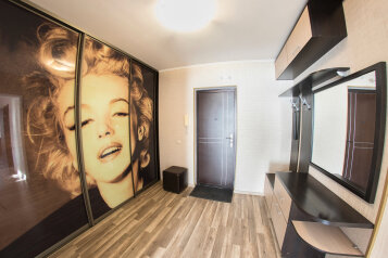 2-комн. квартира, 60 кв.м. на 6 человек, улица Степана Разина, 54, Саратов - Фотография 1