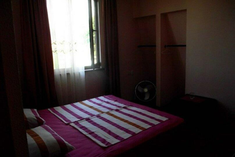 3-х местный номер с удобствами на этаже, улица Лакоба, 40, Гагра - Фотография 1