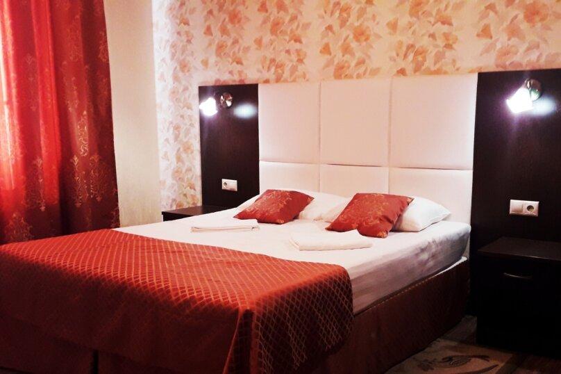 Двухместный номер с 1 кроватью или 2 отдельными кроватями + дополнительной кроватью, улица Луначарского, 49Б, Геленджик - Фотография 1