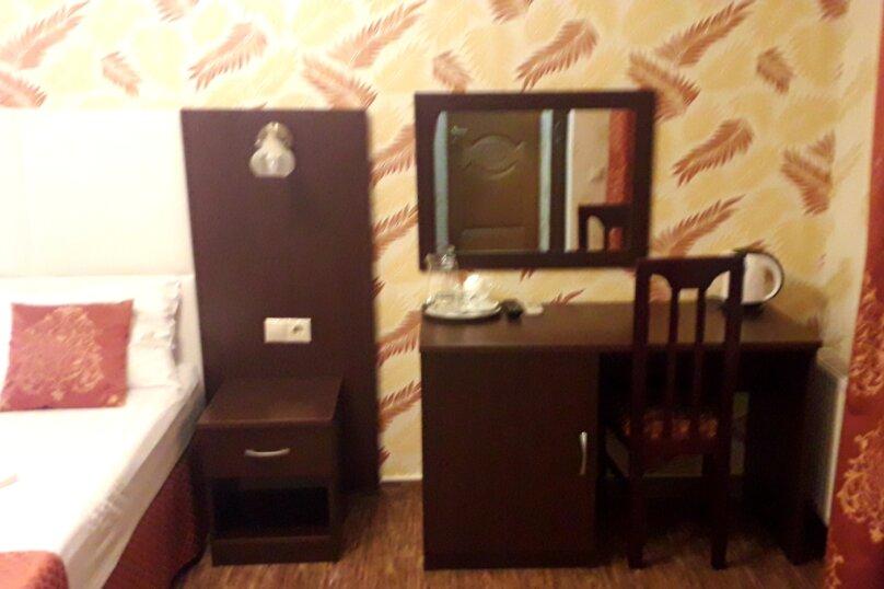 Двух местный номер с балконом, улица Луначарского, 49Б, Геленджик - Фотография 3