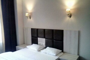 Студия люкс:  Номер, Люкс, 4-местный (3 основных + 1 доп), 1-комнатный, Отель, проспект Шолохова, 173 на 22 номера - Фотография 4