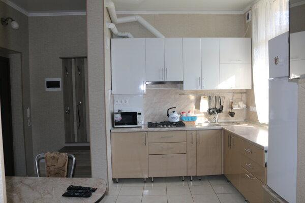 2-комн. квартира, 43 кв.м. на 4 человека, улица Тельмана, 50, Геленджик - Фотография 1