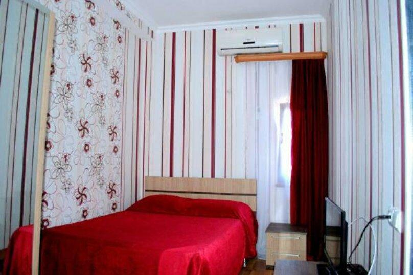Classic Double Room with City View, улица Владимира Месхишвили, 32, Тбилиси - Фотография 1