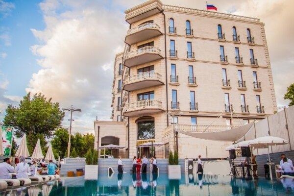 """Отель """"Soho Grand Hotel"""", улица Дзержинского, 6 на 77 номеров - Фотография 1"""
