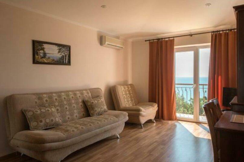 Люкс с видом на море, улица Ленина, 32А, Алупка - Фотография 1