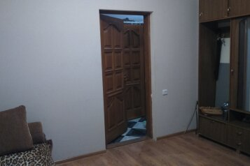 Номер с отдельным входом в частном доме, Лазурная на 1 номер - Фотография 2