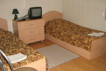 Койко-место в двухместном номере:  Койко-место, 1-местный, Гостевой дом, поселок Чална, 1 на 5 номеров - Фотография 4