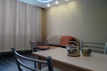 2-комн. квартира, 50 кв.м. на 4 человека, улица Электриков, 9, Екатеринбург - Фотография 1