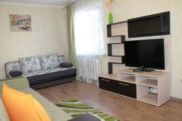 2-комн. квартира, 48 кв.м. на 6 человек, улица Пушкина, 9, Хабаровск - Фотография 1