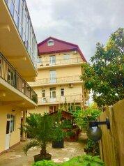 Гостевой дом, улица Короленко на 26 номеров - Фотография 1