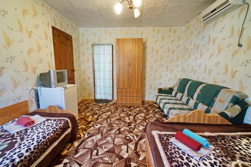 """Гостевой дом """"Кубаночка"""", Кубанская, 3 на 16 комнат - Фотография 67"""