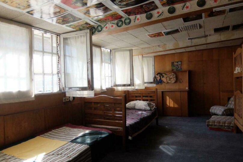 Место в 8-местном номере, улица Грибоедова, 16, Тбилиси - Фотография 1