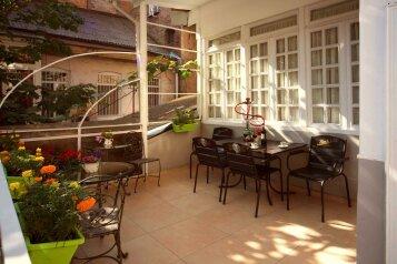 """Отель """"Bon Voyage Tbilisi"""", проспект Шота Руставели, 38 на 8 номеров - Фотография 1"""