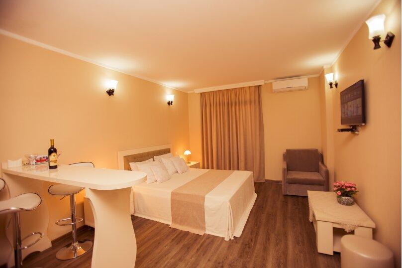 """Отель """"Holiday Check Inn Batumi"""", улица Шерифа Химшиашвили, 15 на 15 номеров - Фотография 26"""