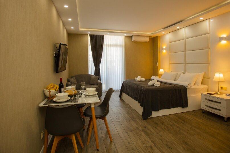 """Отель """"Holiday Check Inn Batumi"""", улица Шерифа Химшиашвили, 15 на 15 номеров - Фотография 7"""