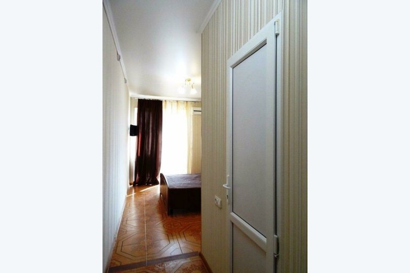 2-х комнатный 6-ти местный номер без балкона (цоколь), Александрийский проезд, 1, Витязево - Фотография 4