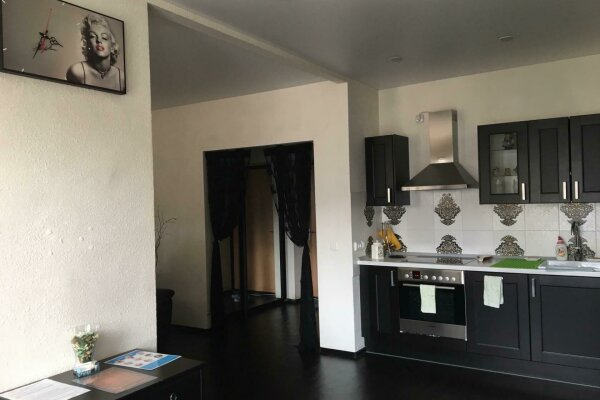 1-комн. квартира, 43 кв.м. на 4 человека, Селькоровская улица, 34, Екатеринбург - Фотография 1