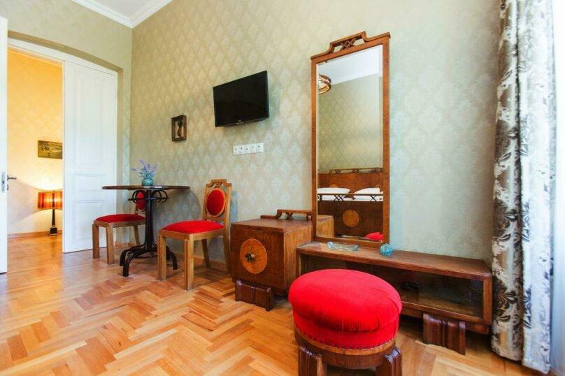 Двухместный номер Делюкс с 1 кроватью и балконом , Авлабари, улица Елены Ахвледиани, 14, Тбилиси - Фотография 1