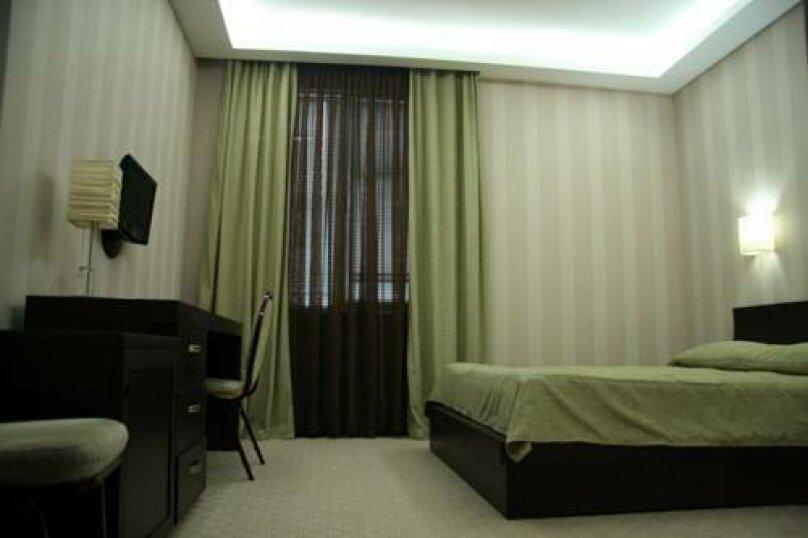 Стандартный двухместный номер с 1 кроватью , улица Константина Станиславского, 5, Тбилиси - Фотография 1