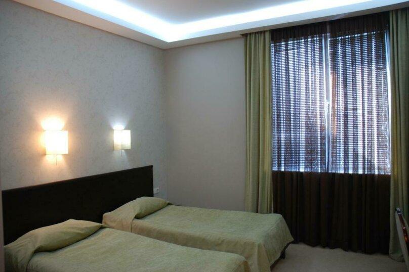 Стандартный двухместный номер с 2 отдельными кроватями , улица Константина Станиславского, 5, Тбилиси - Фотография 1
