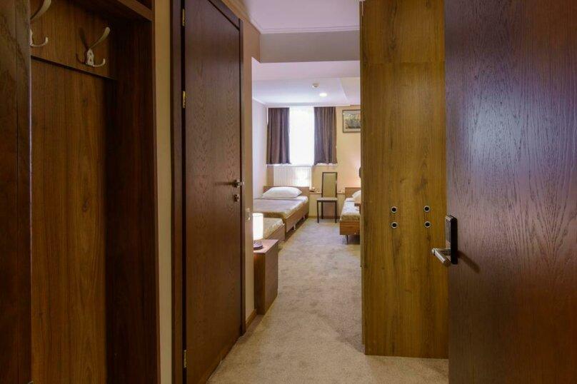 """Отель """"Reverence"""", улица Мераба Костава, 47 на 7 номеров - Фотография 34"""