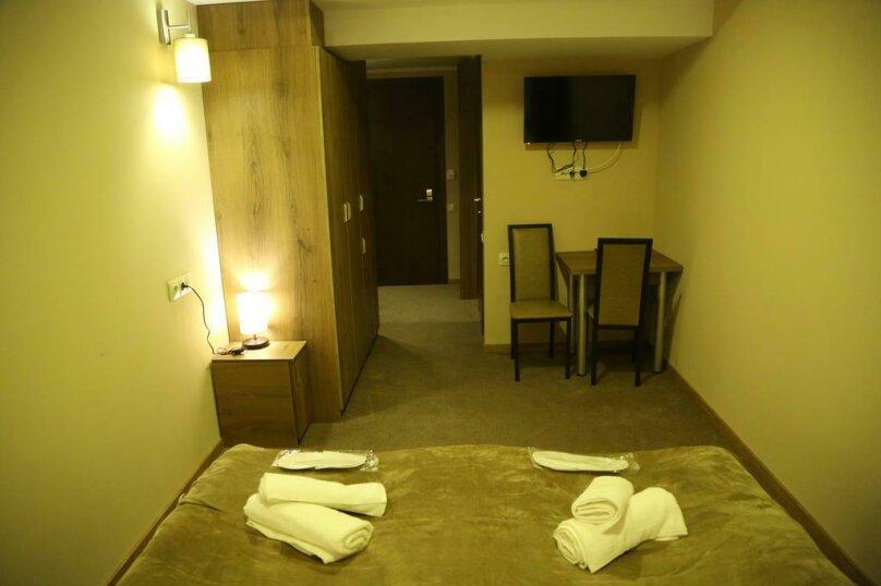 """Отель """"Reverence"""", улица Мераба Костава, 47 на 7 номеров - Фотография 24"""