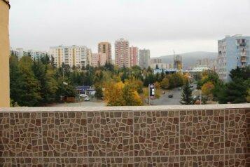 """Отель """"Dkd-bridge"""", улица Омара Хизанишвили, 68 на 31 номер - Фотография 1"""