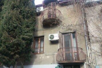 Гостевой дом Lia's в центре Тбилиси, улица Арсена Дзелашвили на 3 номера - Фотография 1