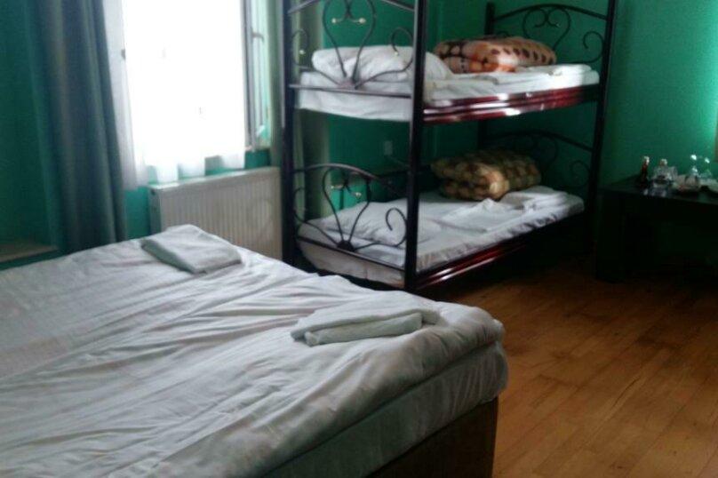 Четырехместный номер с общей ванной комнатой , улица Ахмеда Мелашвили, 2, Батуми - Фотография 1