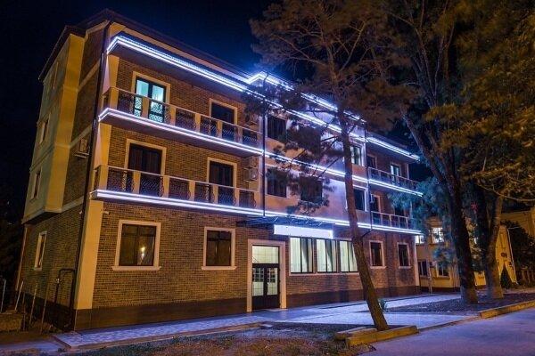 Мини-отель, улица Ленина, 9 на 27 номеров - Фотография 1