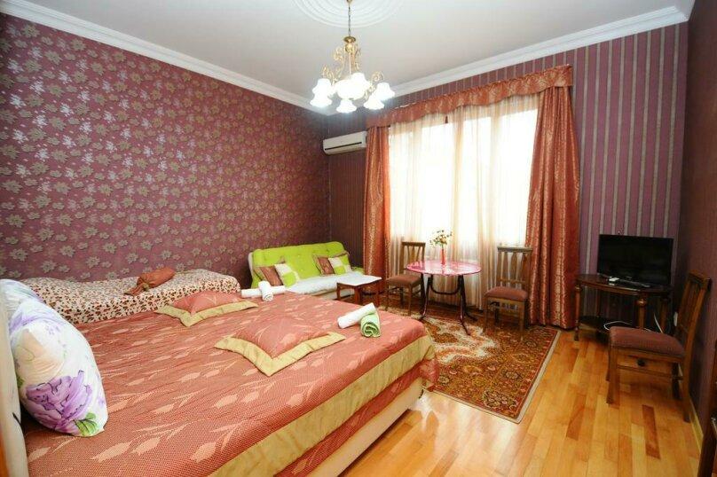 "Гостевой дом ""Dzveli Batumi"", улица Мераба Костава, 24 на 18 комнат - Фотография 8"
