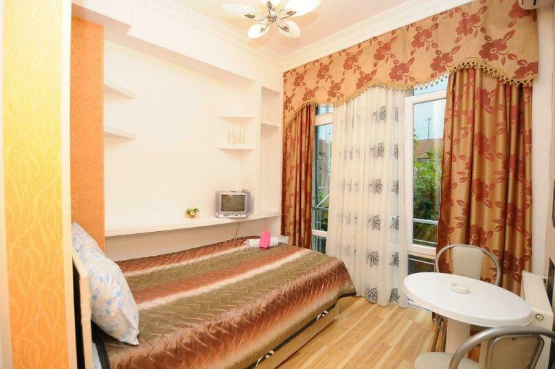 Двухместный номер с 1 кроватью и балконом , улица Мераба Костава, 24, Батуми - Фотография 1