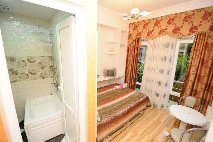 "Гостевой дом ""Dzveli Batumi"", улица Мераба Костава, 24 на 18 комнат - Фотография 39"
