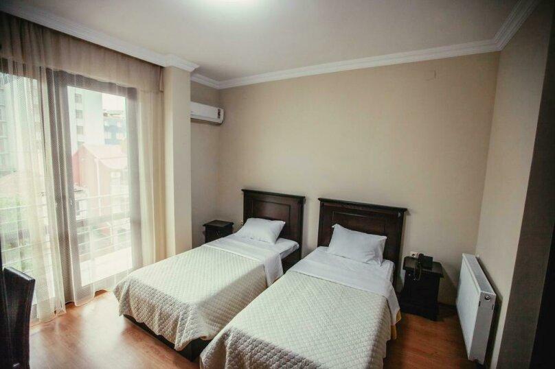 Стандартный двухместный номер с 2 отдельными кроватями , Парнаваз Мепе, 155, Батуми - Фотография 1